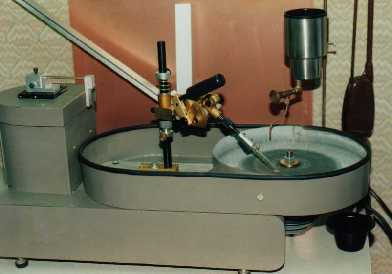 (Click To Zoom) custom-designed diamond lapping machine for cutting Brewster stubs